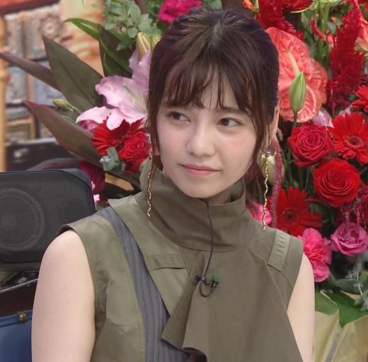 島崎遥香 ノースリーブ、白い二の腕キャプ画像(エロ・アイコラ画像)