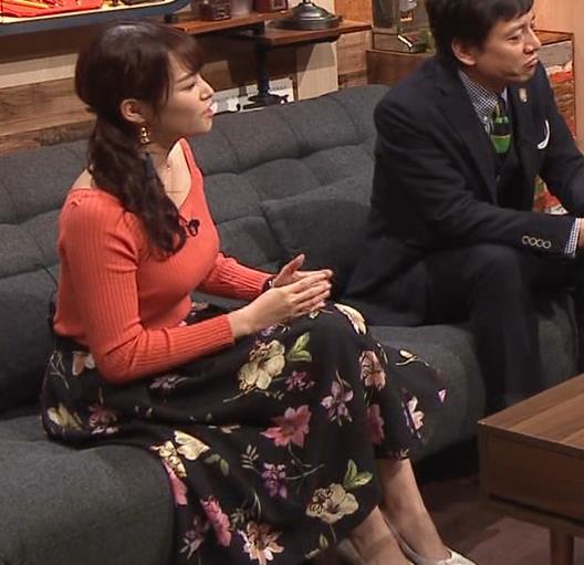 鷲見玲奈アナ ニット爆乳キャプ・エロ画像6