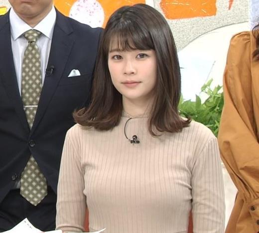 鈴木唯アナ 肌色でエロいニットキャプ画像(エロ・アイコラ画像)