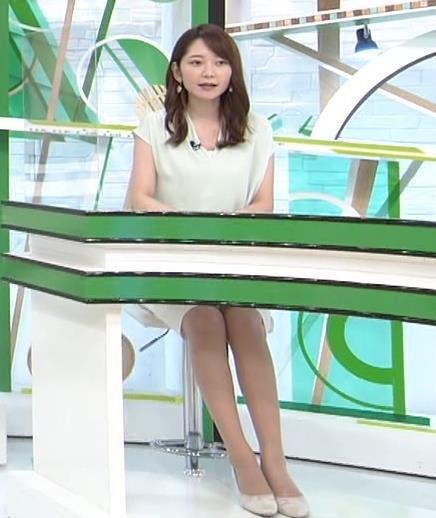 竹崎由佳アナ バットを振ってエロいカラダのラインが際立つキャプ・エロ画像2