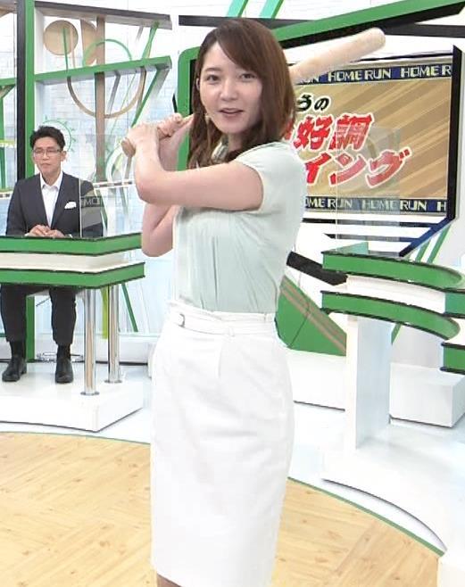 竹崎由佳アナ バットを振ってエロいカラダのラインが際立つキャプ・エロ画像3