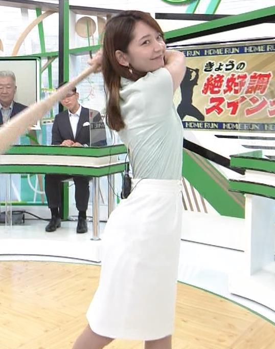 竹崎由佳アナ バットを振ってエロいカラダのラインが際立つキャプ・エロ画像6