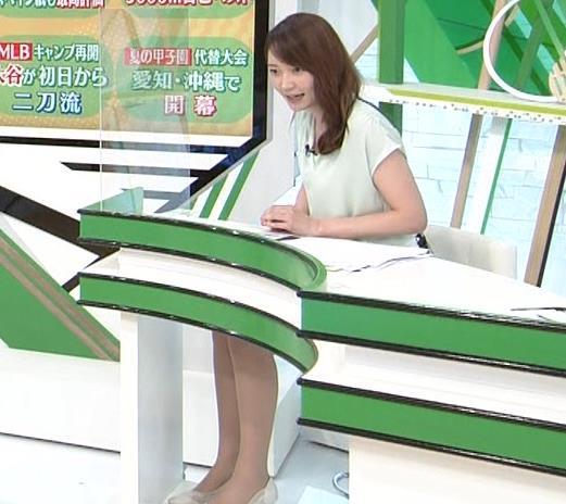 竹崎由佳アナ バットを振ってエロいカラダのラインが際立つキャプ・エロ画像8