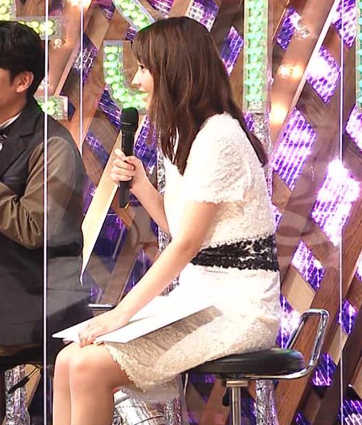 竹﨑由佳アナ スカートで脚を開いてしまうハプニングキャプ・エロ画像2
