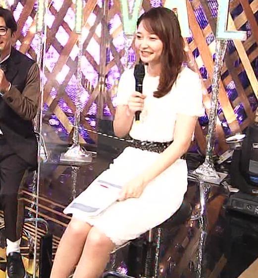 竹﨑由佳アナ スカートで脚を開いてしまうハプニングキャプ・エロ画像7