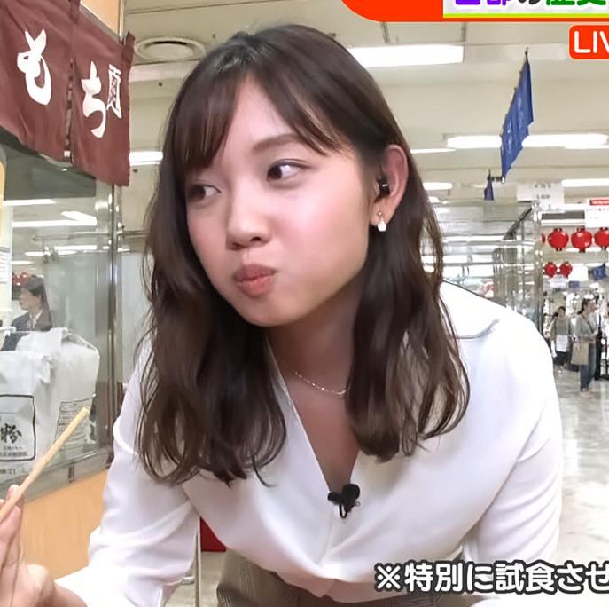 田中瞳アナ 胸の谷間チラ大サービスキャプ・エロ画像7
