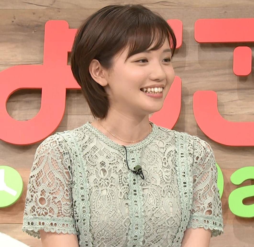 田中瞳アナ 太ももチラリキャプ・エロ画像
