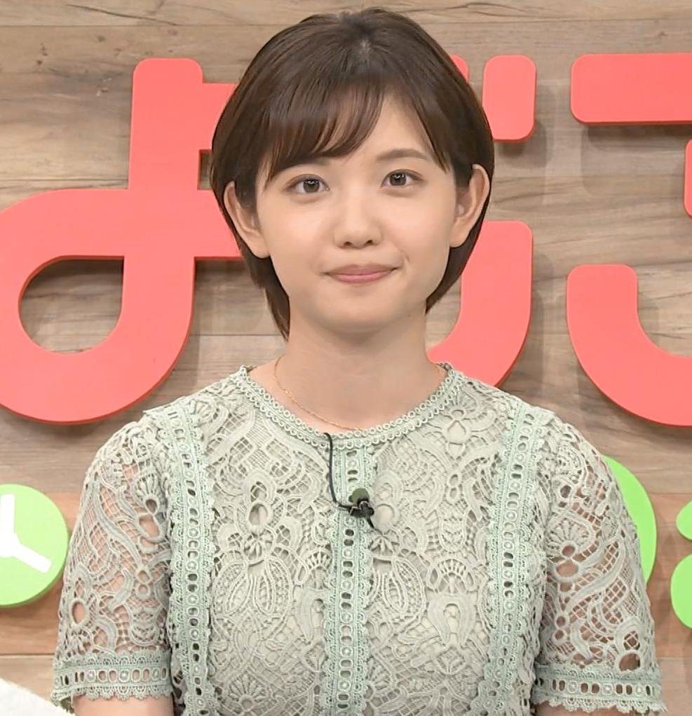 田中瞳アナ 太ももチラリキャプ・エロ画像2