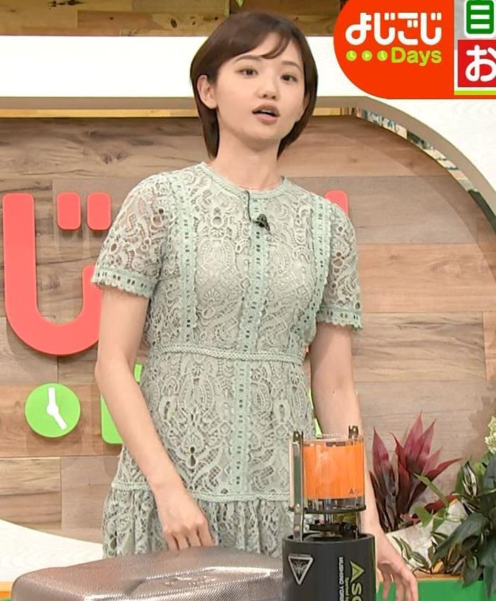 田中瞳アナ 太ももチラリキャプ・エロ画像3