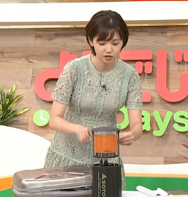 田中瞳アナ 太ももチラリキャプ・エロ画像5