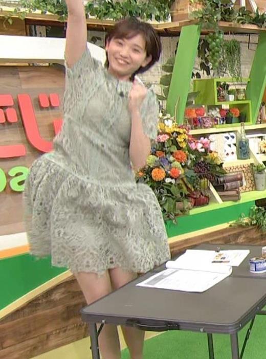 田中瞳アナ 太ももチラリキャプ画像(エロ・アイコラ画像)