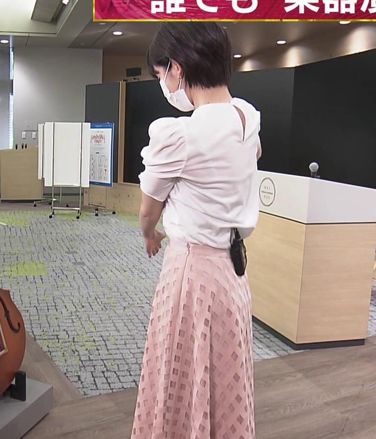 田中瞳アナ おっぱいパツパツのブラウスキャプ・エロ画像2