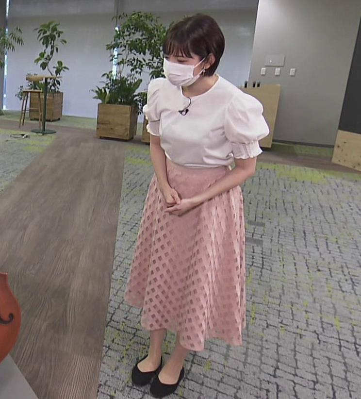 田中瞳アナ おっぱいパツパツのブラウスキャプ・エロ画像5