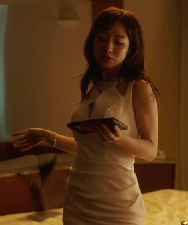 田中みな実 おっぱいが露出したり、ドラマでのエロ役キャプ・エロ画像13