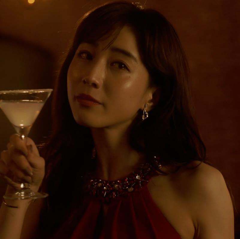 田中みな実 おっぱいが露出したり、ドラマでのエロ役キャプ・エロ画像24