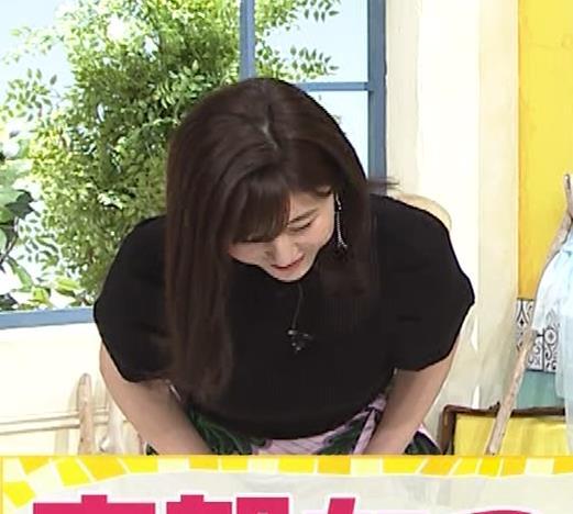 宇賀なつみ Tシャツ横乳&ワキチラキャプ・エロ画像