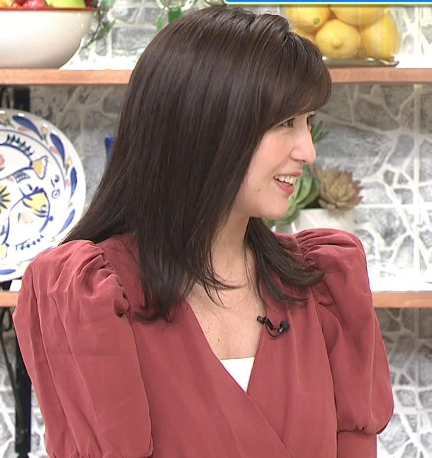 宇賀なつみ またお辞儀で大胆胸チラ(動画)キャプ・エロ画像6