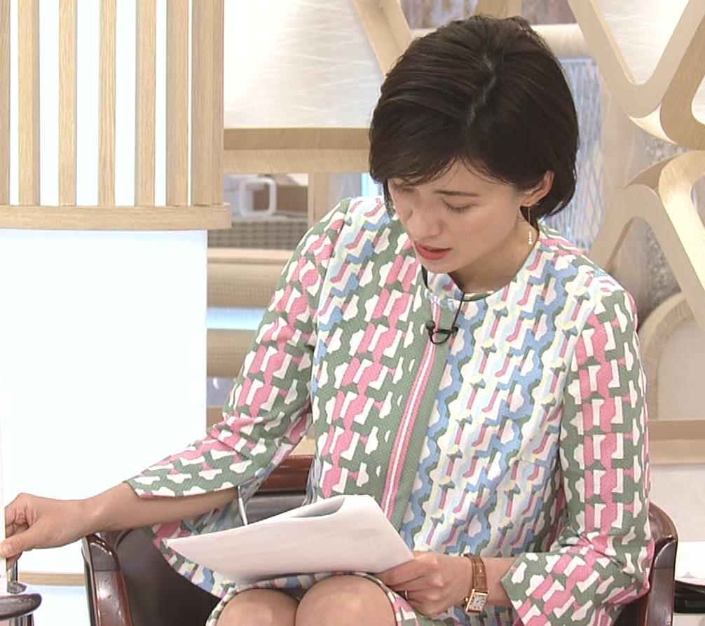 梅津弥英子アナ ミニス美脚キャプ・エロ画像3