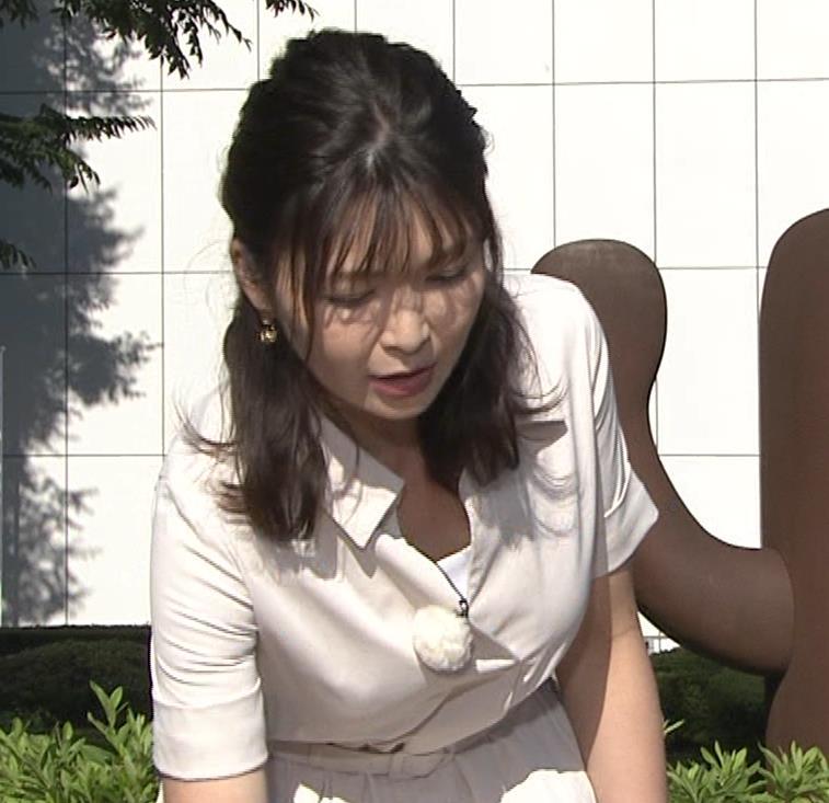 山神明理 パツパツ衣装で胸元チラキャプ・エロ画像2