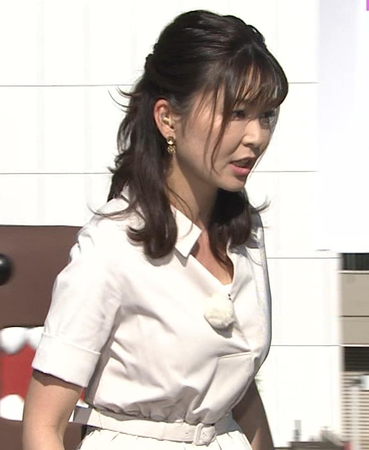 山神明理 パツパツ衣装で胸元チラキャプ・エロ画像6