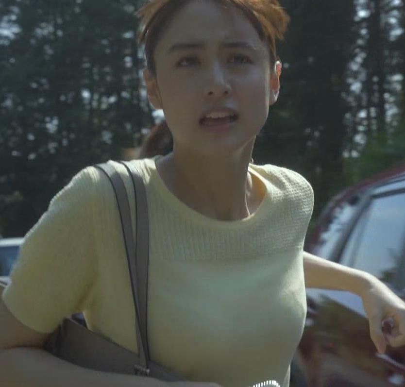 山本美月 Tシャツおっぱいキャプ・エロ画像