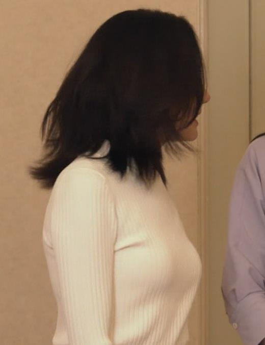 吉田羊 巨乳ニットキャプ画像(エロ・アイコラ画像)
