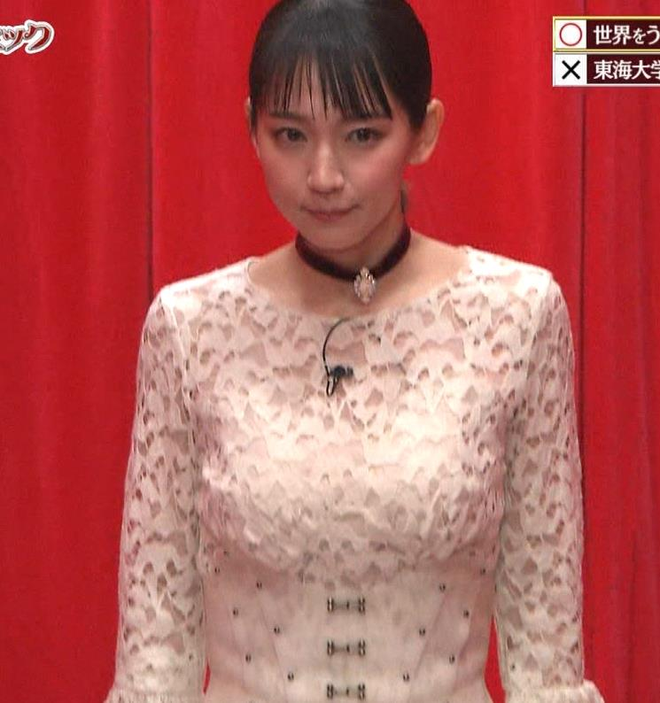 吉岡里帆 おっぱい強調ドレスキャプ・エロ画像2
