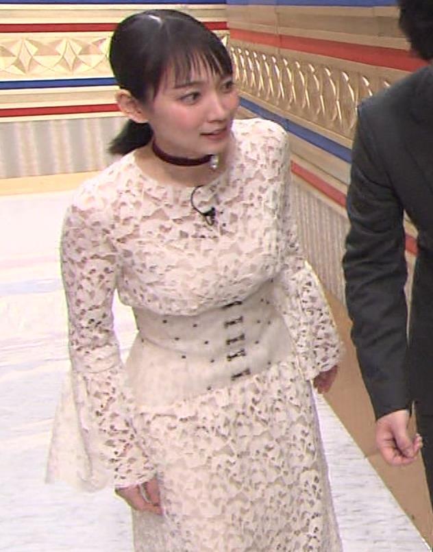 吉岡里帆 おっぱい強調ドレスキャプ・エロ画像4