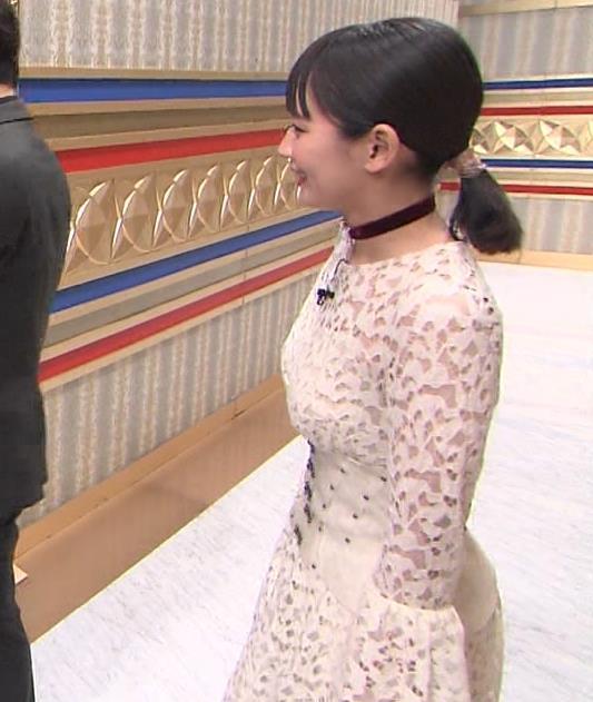 吉岡里帆 おっぱい強調ドレスキャプ・エロ画像5