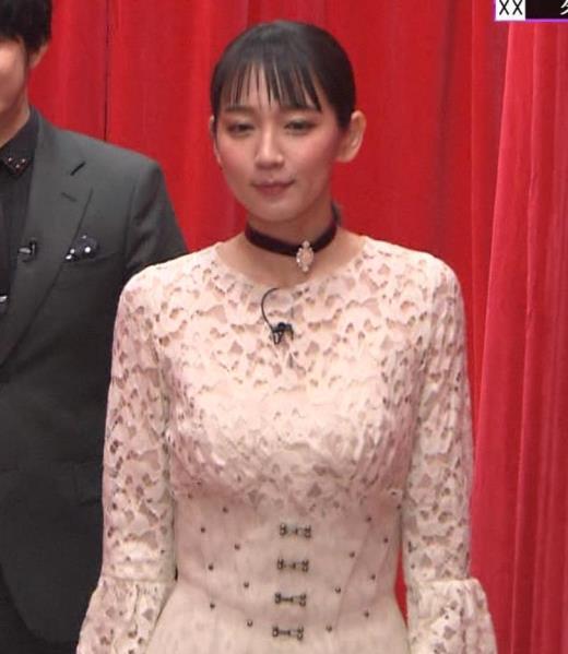 吉岡里帆 おっぱい強調ドレスキャプ画像(エロ・アイコラ画像)