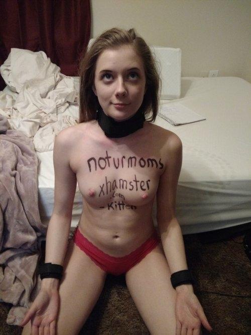 美乳な西洋美女を性奴隷にしてるヌード画像 5
