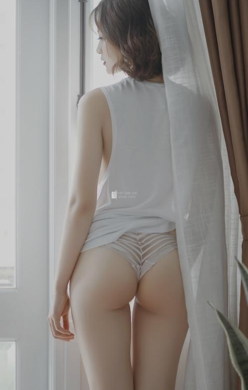 美尻美女のセクシーランジェリー画像 1