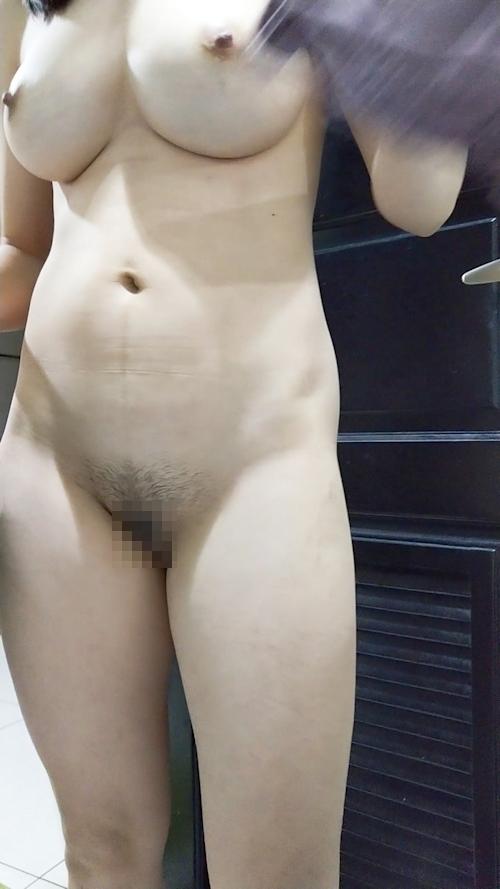 巨乳な嫁のヌード画像 5