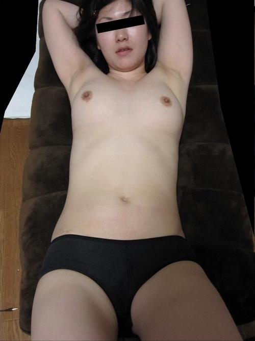 陰毛濃い目な素人女性の流出ヌード画像 6