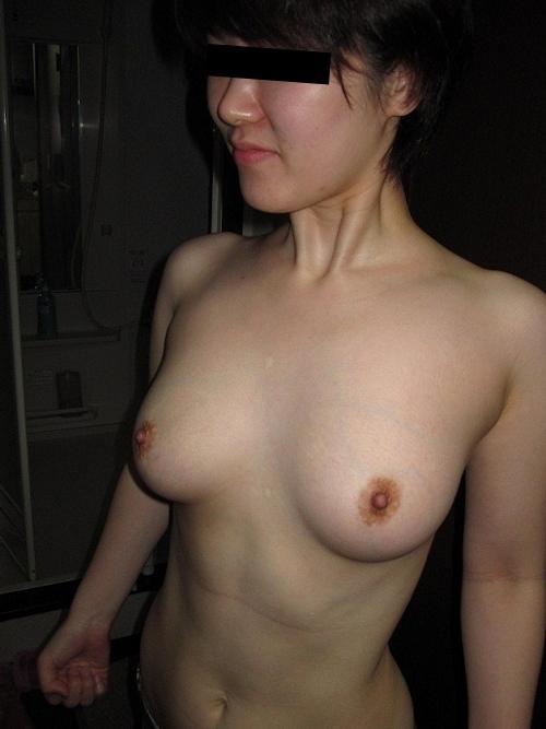 陰毛濃い目な素人女性の流出ヌード画像 7