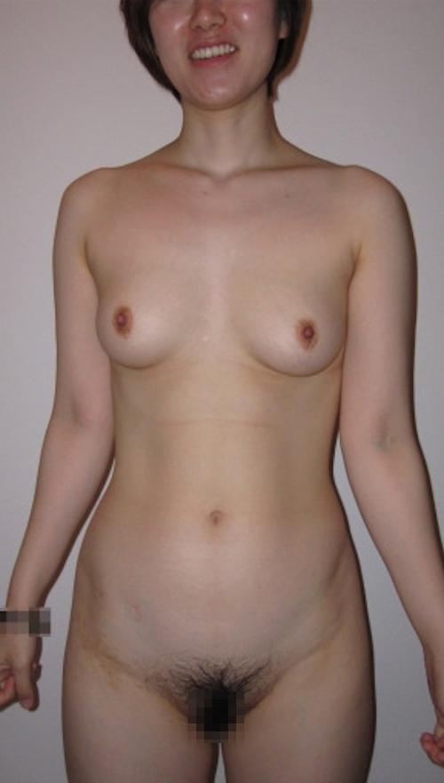 陰毛濃い目な素人女性の流出ヌード画像 10