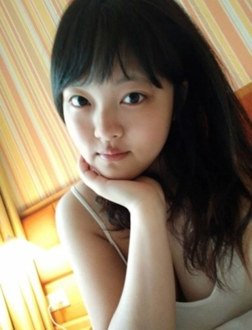 ロケット巨乳なおっぱいの美少女の自分撮りヌード画像 1