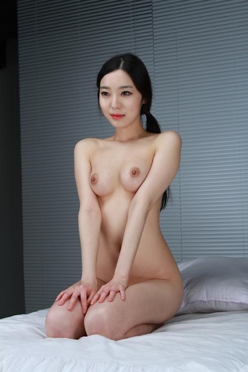 韓国美女を撮影したヌード画像 4
