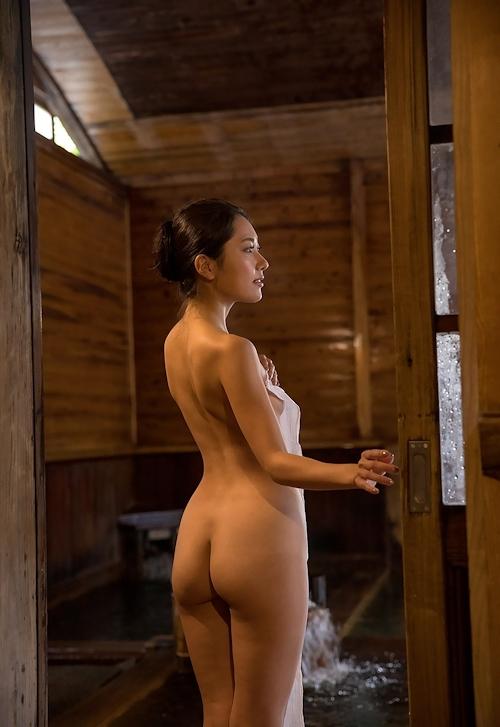スレンダー美女の温泉ヌード画像 4