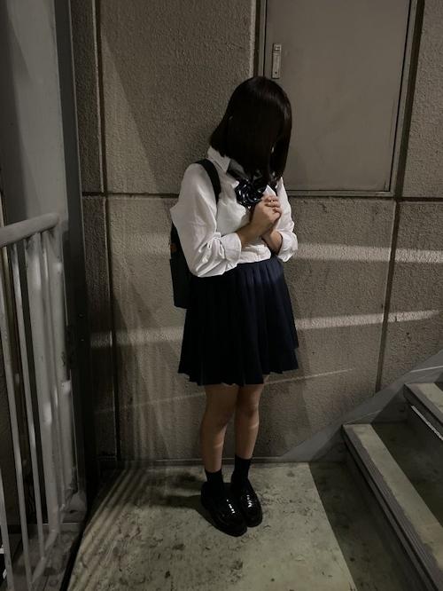 JK制服を着た少女のセクシーショット画像 1