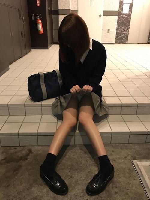 JK制服を着た少女のセクシーショット画像 3