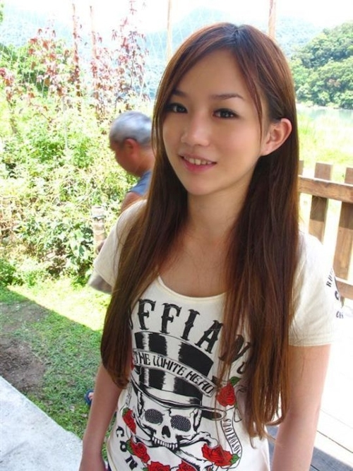 台湾の激カワ素人美少女の流出セックス画像 1