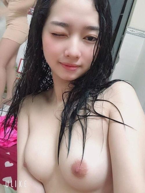 ベトナムの19歳素人美少女の自分撮りヌード画像 8