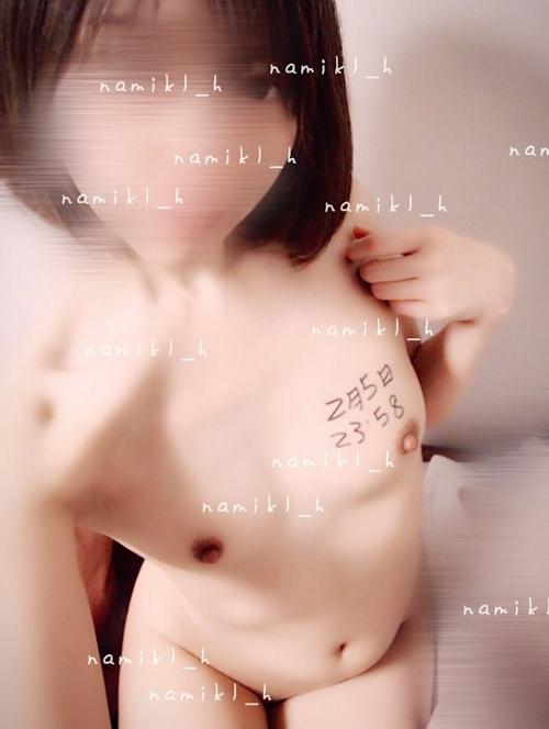 美微乳な裏垢美少女の自分撮りヌード画像 15