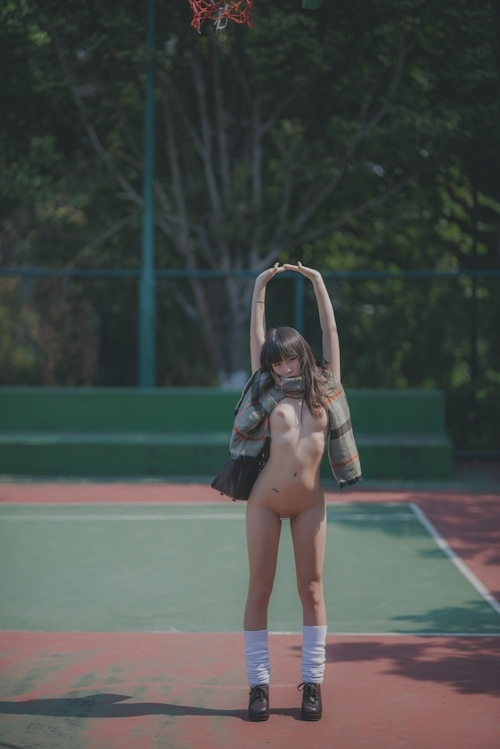 パイパン美乳な美少女JKのヌード画像 4