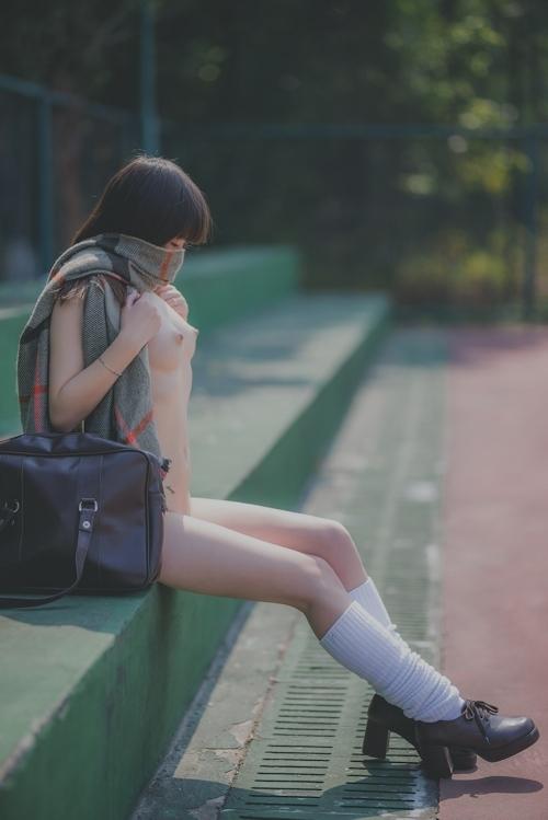 パイパン美乳な美少女JKのヌード画像 8