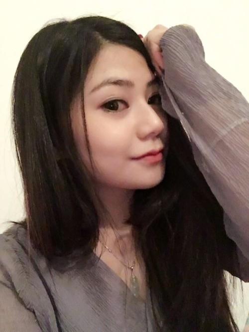 中国素人美女の乳首クリップ自分撮りヌード画像 1