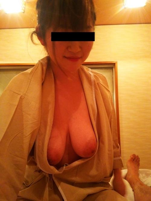 軟乳巨乳な素人美女の流出ヌード画像 8