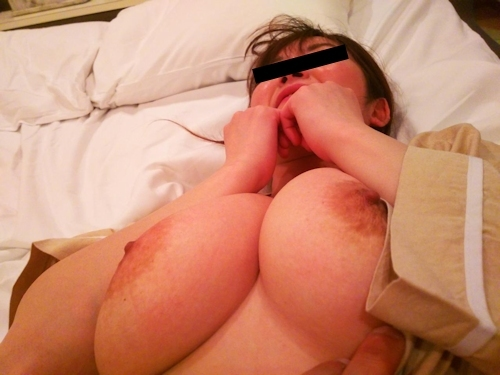 軟乳巨乳な素人美女の流出ヌード画像 11