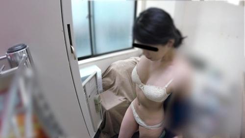 職場の更衣室で着替えるスタイルの良い素人女性の盗撮画像? 10